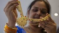 Ab Juli wird es in Indien eine spezielle Umsatzsteuer auf Schmuck geben.