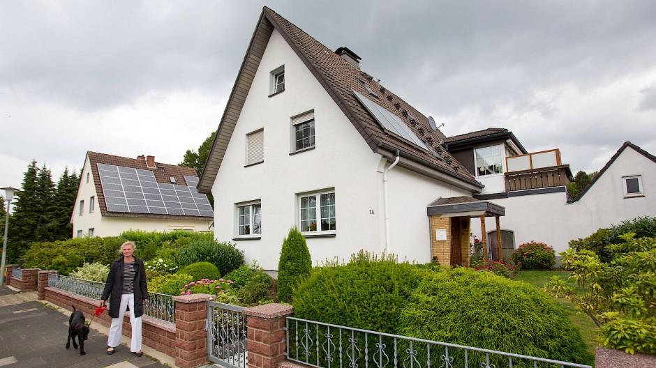 Wer sein eigenes Haus nach wenigen Jahren verkauft, kann das unter Umständen auch steuerfrei tun.