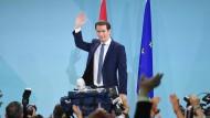 Auf der Bühne wird er am Sonntag. 29. September 2019, gefeiert, doch die Börse zeigt sich bisher unbeeindruckt von den Ergebnissen der Wahl in Österreich: Sebastian Kurz (ÖVP)