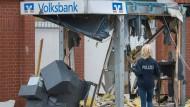 Rücksichtslose Vorgehensweise: Ein gesprengter Bankautomat in Hambühren (Niedersachsen).