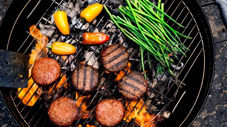 Bei immer mehr Menschen, egal ob Vegetarier oder nicht, kommen Fleischalternativen auf den Grill. Das eröffnet auch den Lebensmittelhersteller neue Möglichkeiten.