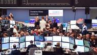Durch nervöse Anleger verdient die Deutsche Börse mehr Geld.