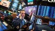 Fallen die Aktienkurse, geraten ETFs besonders stark unter Druck.