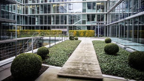 Schüler als Bosse in Frankfurt - Schüler begleiten Chefs verschiedener Unternehmen einen Tag lang und gucken ihnen bei der Arbeit über die Schulter
