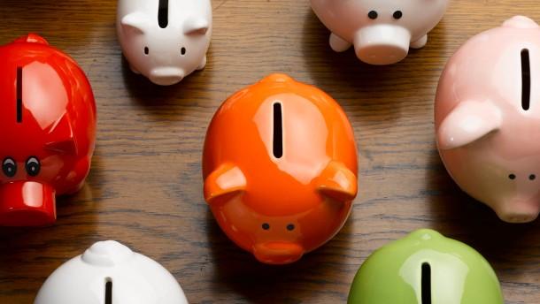 Länger laufende Sparverträge bergen hohe Kosten