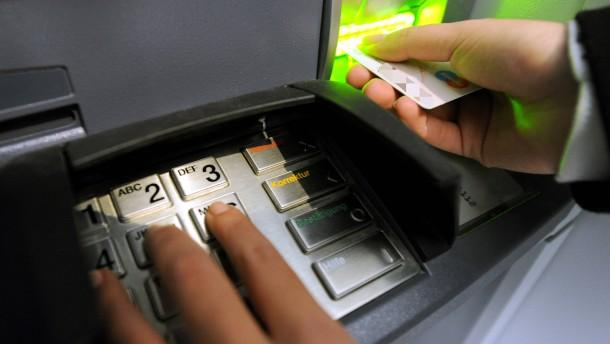 Zu alte Software in vielen Geldautomaten