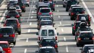 Besonders für kleine Benziner wird es teuer: Ab 2018 steigt für viele Fahrzeughalter die Kfz-Steuer.