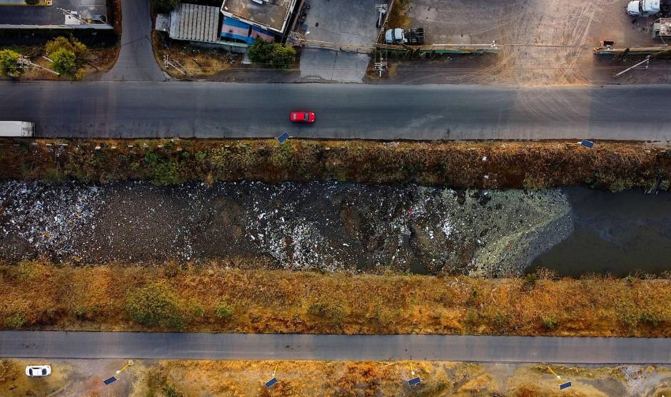 Kanälen, wie dem Interceptor Poniente in Mexiko Stadt, werden Abwässer und Müll ungefiltert zugeführt.
