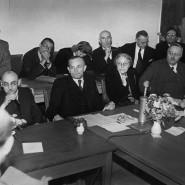 Konferenz in München 1947: Von links: Die Ministerpräsidenten Leo Wohleb (Baden), Hans Ehard (Bayern), Luise Schröder (Oberbürgermeisterin von Berlin), Reinhold Maier (Württemberg-Baden) und Hermann Lüdemann (Schleswig-Holstein)