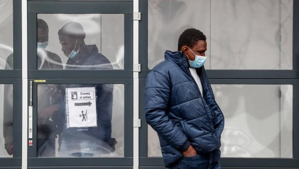 Migranten wollen über den Fluss nach Frankreich