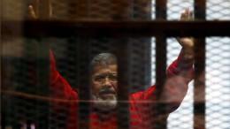 Mursi bricht vor Gericht zusammen und stirbt kurz darauf