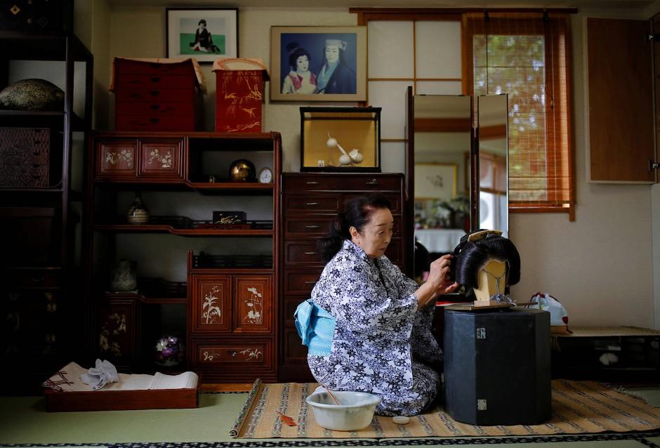 """Ikuko ist schon lange Geisha. """"Früher gab es über 400 Geishas in Akasaka, heute sind davon nur noch 20 übrig"""", sagt sie."""