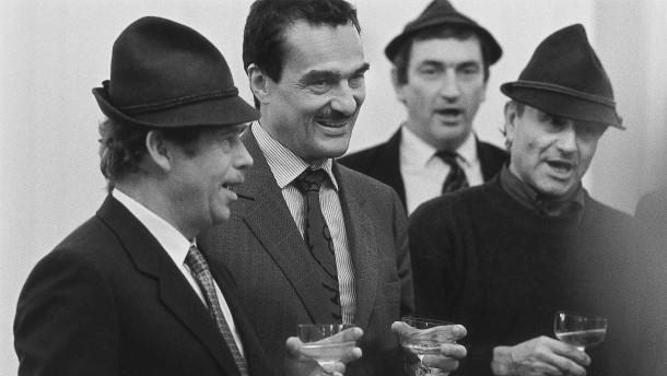 Der Mann hinter Václav Havel tritt ab