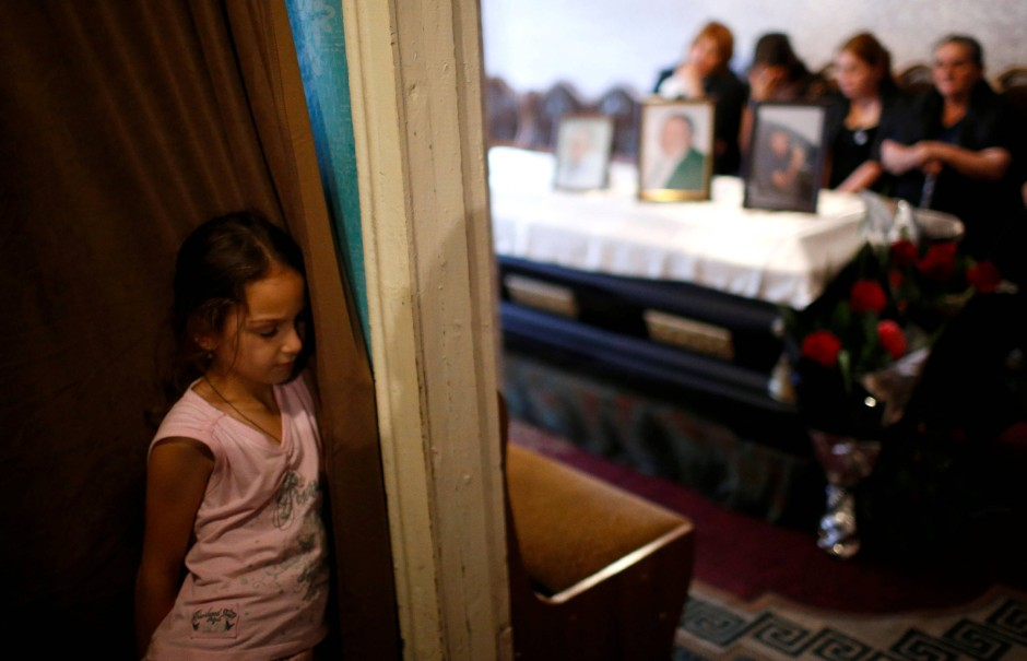 Die acht Jahre alte Lizi trauert um ihren Großvater Mikheil Gamezardashvili, der bei dem Unfall in der Mine ums Leben gekommen ist.