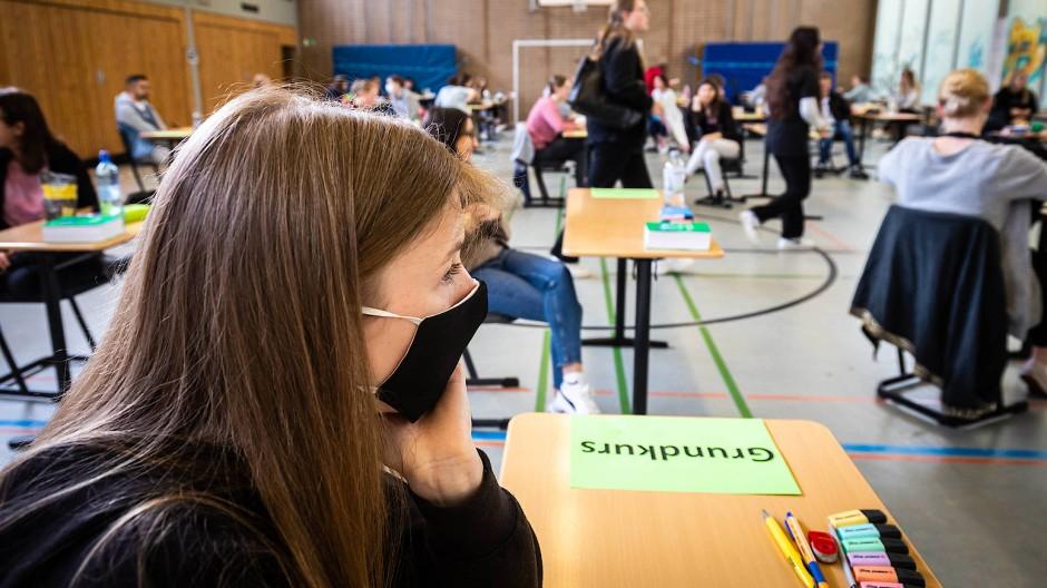 Was tun nach dem Abitur? Klausur unter Corona-Bedingungen an der Fichtenberg-Oberschule in Berlin-Steglitz im Frühjahr 2020