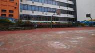 Der verlassene Schulhof einer wegen der Corona-Krise geschlossenen Schule in Berlin.