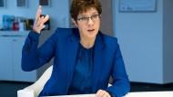 Im Einsatz: Verteidigungsministerin Annegret Kramp-Karrenbauer im Dezember