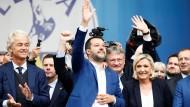 Wilders, Salvini und Le Pen bei einer Kundgebung europäischer nationalistischer und rechter Parteien in Mailand 2019