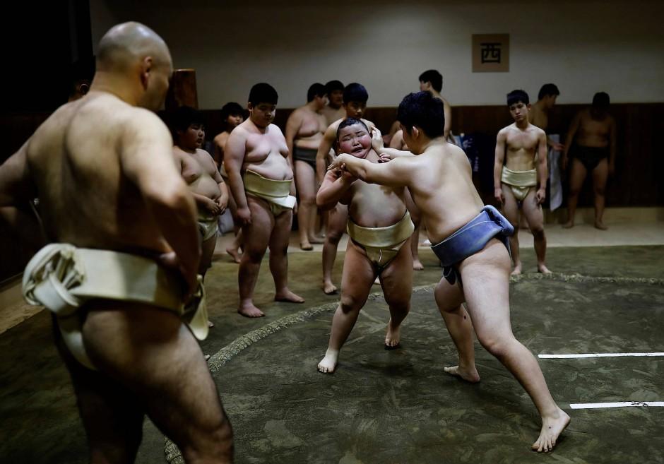 """""""Beim Sumoringen kann man nicht vom Genießen reden. Manchmal, wenn es hart wird, habe ich schon daran gedacht, es sein zu lassen."""" Sagt Kyuta, hier beim Training im Komatsuryu Sumo Club."""