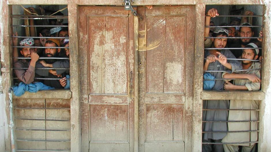Blick in ein Gefängnis in der nordafghanischen Stadt Scheberghan.