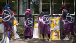 Schweizerinnen demonstrieren für mehr Gleichberechtigung