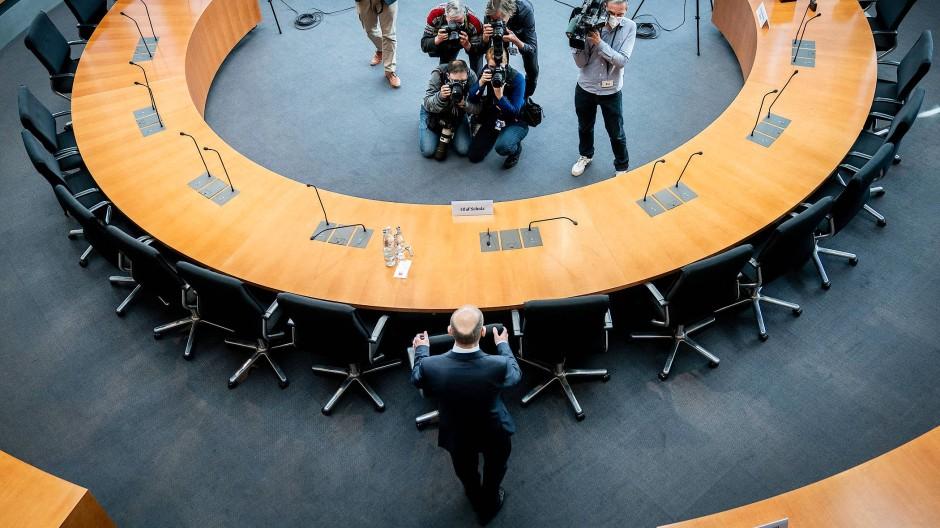 Bundesfinanzminister Olaf Scholz (SPD) kommt am 22. April 2021 zur Sitzung des Wirecard-Untersuchungsausschusses im Bundestag.