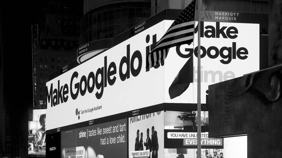 Google dein Freund und Helfer. Werbetafeln am New Yorker Times Square.