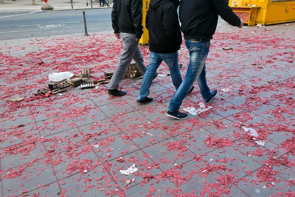 Und wer fegt jetzt hier zusammen? Neujahrsmorgen 2014 in der Frankfurter Innenstadt.