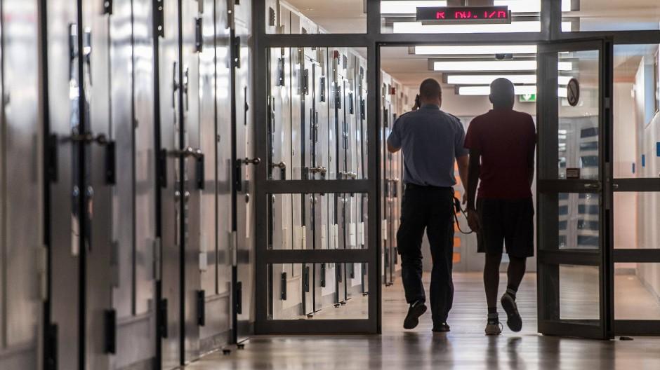 Abstand halten, ist hier nicht einfach: Justizvollzugsanstalt in Frankfurt-Preungesheim