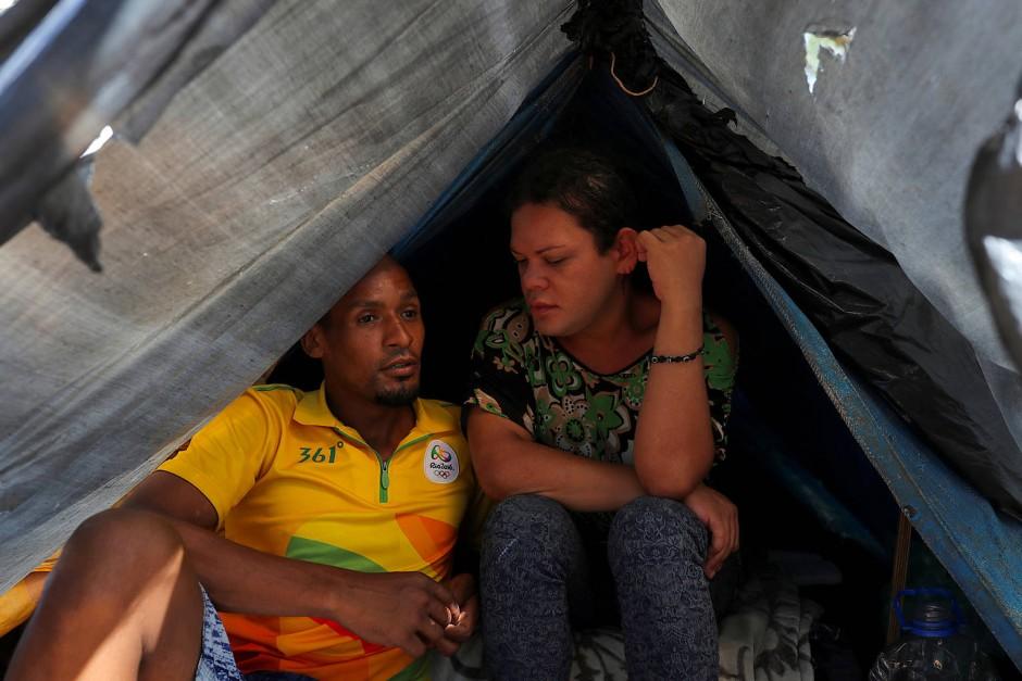 Jonatha de David Sousa Reis und  Bruna Kelly Simoes sind während der Coronapandemie obdachlos geworden, für sie kommt zu wenig Hilfe vom Staat.