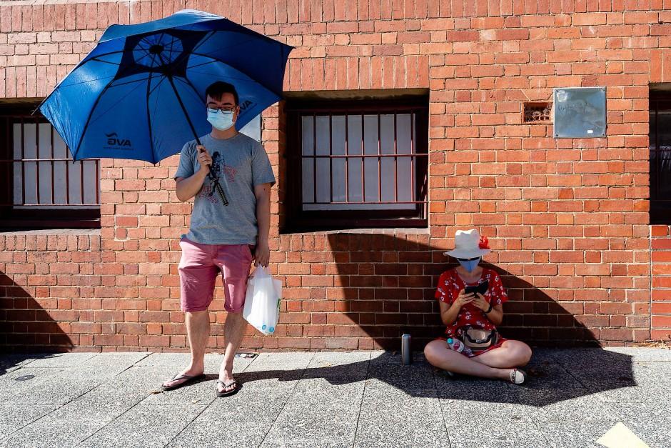Australier halten sich bereitwillig an Regeln, wie etwa eine Maskenpflicht