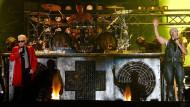 2013 holt die Band Rammstein für einen Song Heino auf die Bühne.