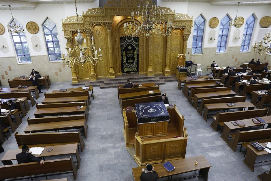 Der Gebetsraum der Synagoge der israelischen Siedlung Beitar Illit. Die Siedlung ist die größte und am schnellsten wachsende im durch Israel besetzten Westjordanland.