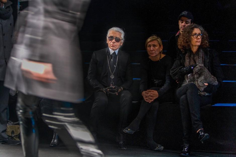 Das eigene Label: Karl Lagerfeld und Haarkünstlerin Odile Gilbert bei der Generalprobe zur Karl-Lagerfeld-Schau im März 2010 in Paris