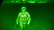 Generalmajor Chris Donahue in der Nacht auf Dienstag beim Abflug aus Kabul