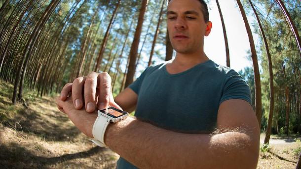 Lassen sich Krankheiten mit Fitness-Armbändern abwenden?