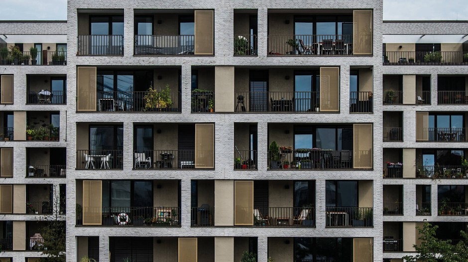 Moderne Wohneinheiten stehen auf der Hafeninsel in Offenbach