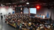 Hunderte Bürger haben an der Diskussion teilgenommen.
