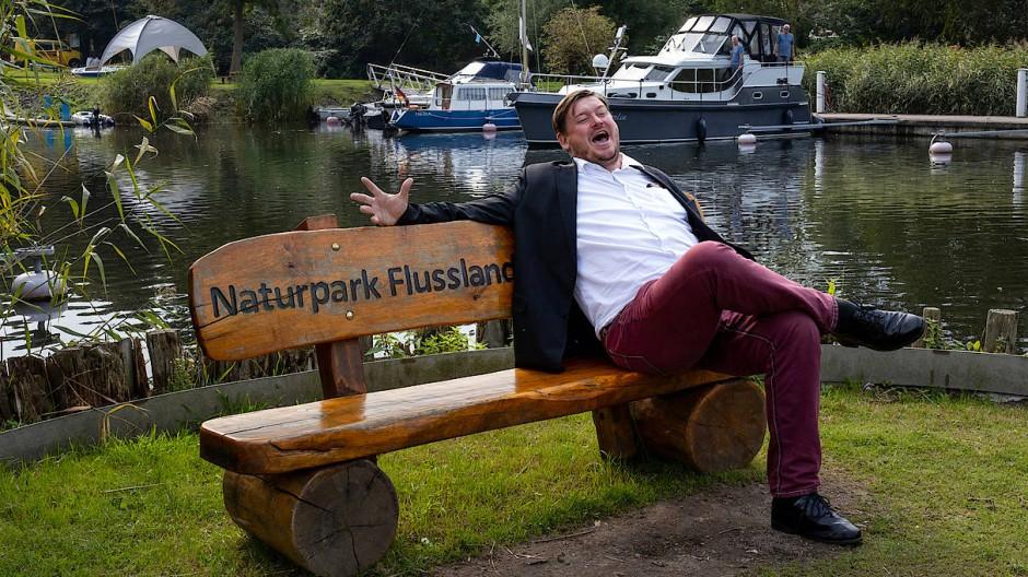Hat gut Lachen: Marcel Falk (SPD), ehrenamtlicher Buergermeister von Stolpe an der Peene