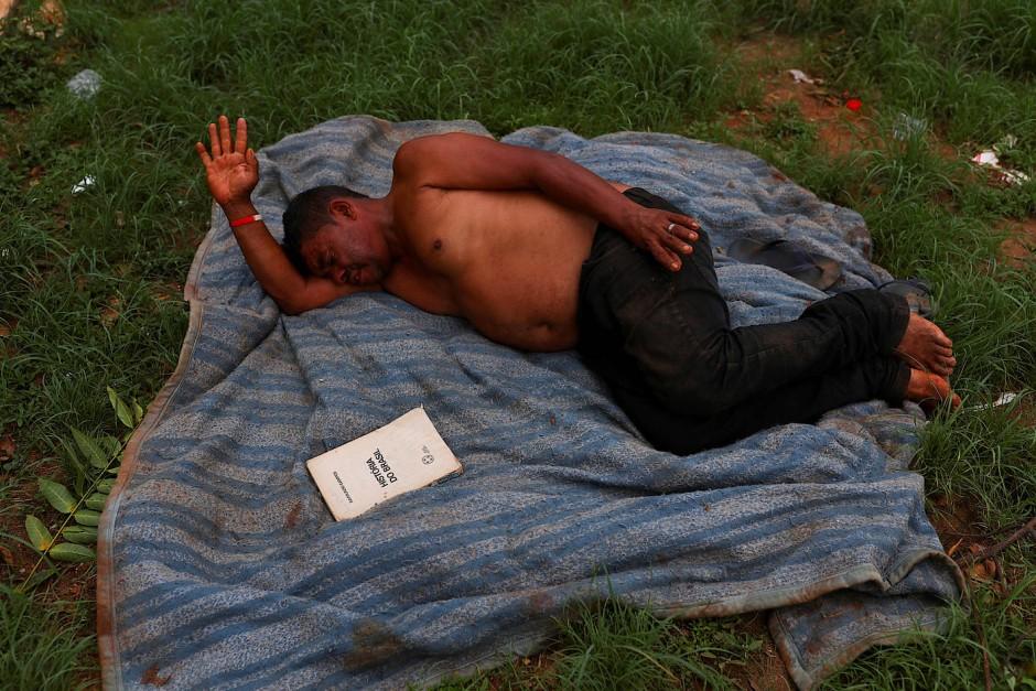 Nelson Isaias da Silva ist einer der Obdachlosen, die am Princesa Isabel Square leben.