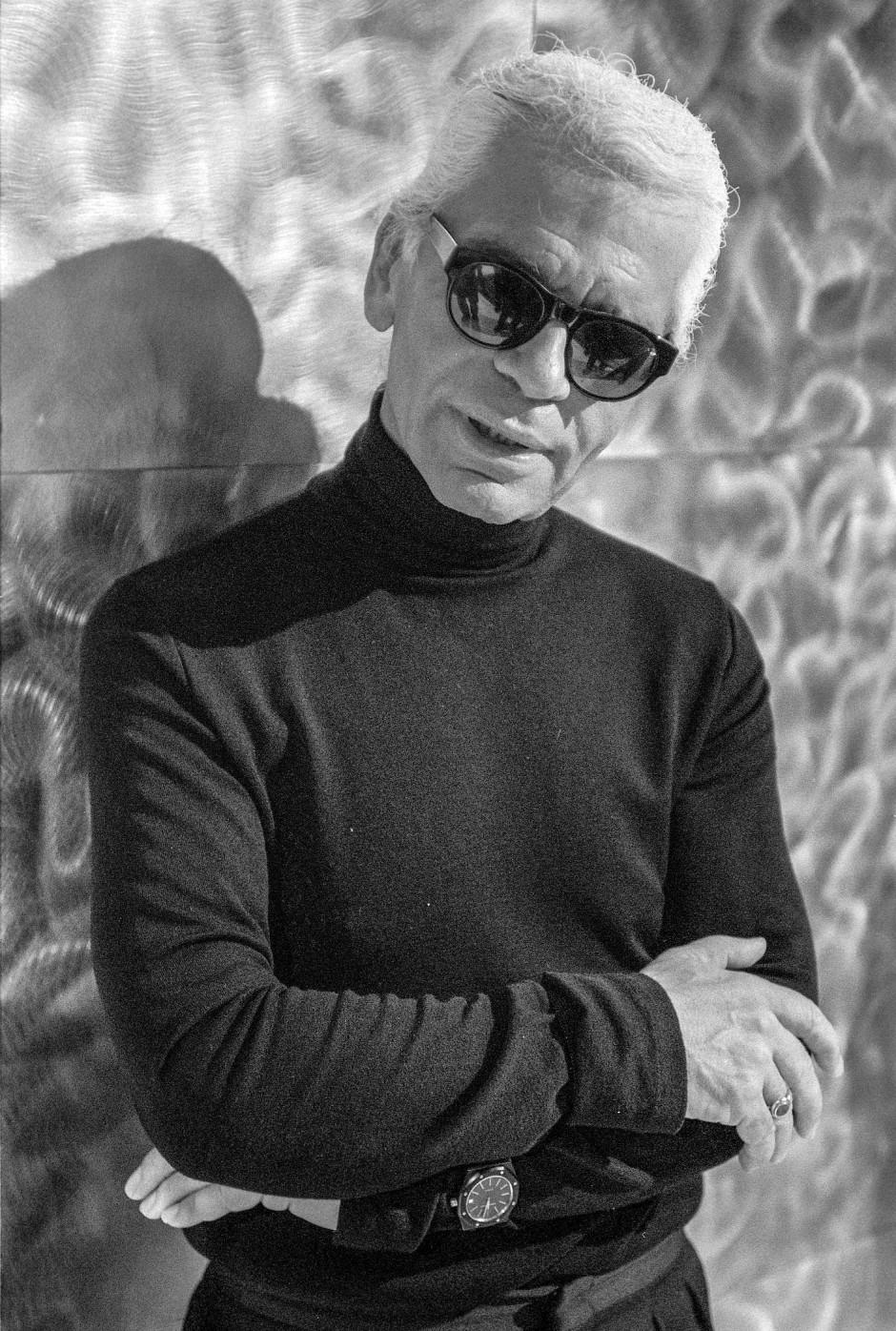 Im Spiegel seiner Eitelkeit: Karl Lagerfeld zeigt sich in Paris im Herbst 2001, nachdem er 42 Kilogramm abgenommen hat.