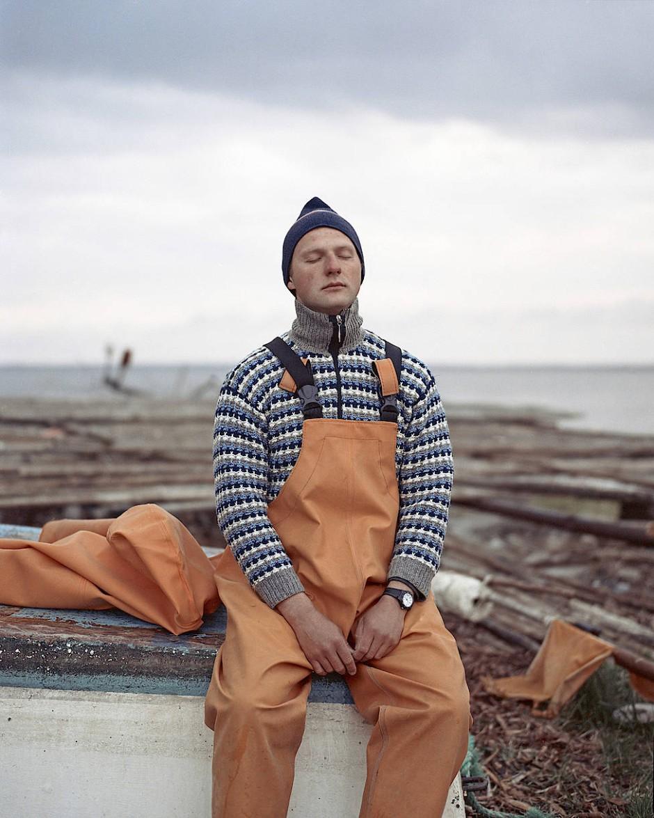Die Bilderserie des Litauers Tadas Kazakevicius zeigt Landschaften und Porträts der Einheimischen auf der Kurischen Nehrung. Diese Dünenlandschaft trennt das Kurische Haff von der Ostsee und ist reich an Geschichte und lokaler Mythologie.