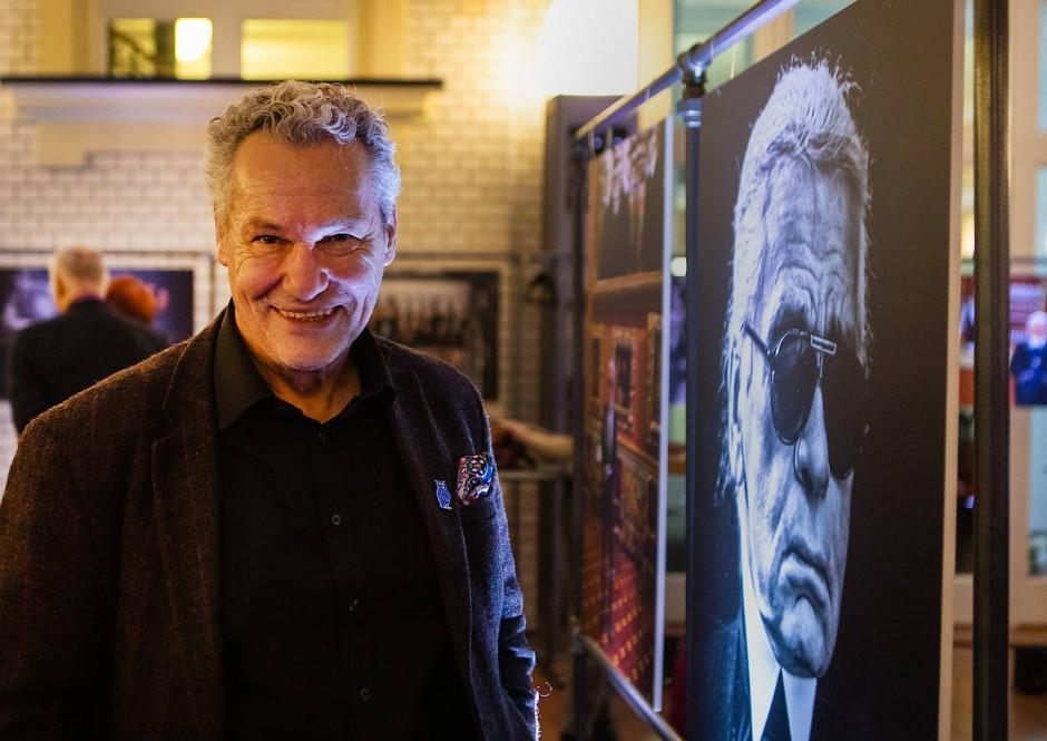 Chronist: Helmut Fricke verfolgt als Redaktionsfotograf der F.A.Z. seit Jahrzehnten die Modenschauen in Paris. Seine Fotos von Karl Lagerfeld hat er am Mittwochabend im Hauptstadthaus der Zeitung in Berlin ausgestellt.