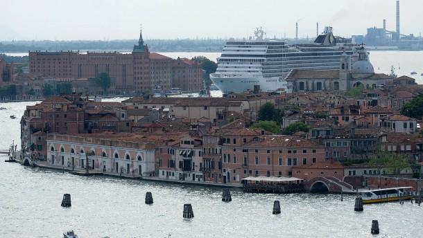 Italien verbannt große Kreuzfahrtschiffe aus Teilen Venedigs
