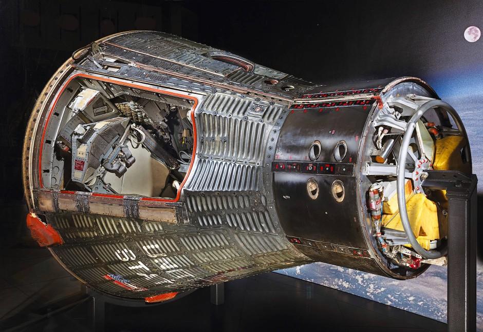 Das Raumschiff der Gemini-Missionen: Es war knapp 6 Meter lang, 3 Meter hoch, 4 Tonnen schwer und konnte im All über eine Luke geöffnet werden.