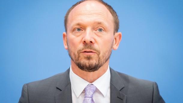 Kretschmer schwächt Ostbeauftragten Wanderwitz