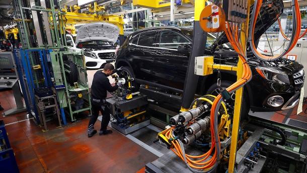 Daimler verteidigt Spitzenposition