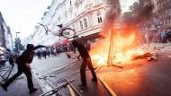 Verwüstungen im Schanzenviertel: Die Krawalle vom Wochenende spalten die SPD.