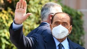 Berlusconi verlässt Krankenhaus nach dreieinhalb Wochen
