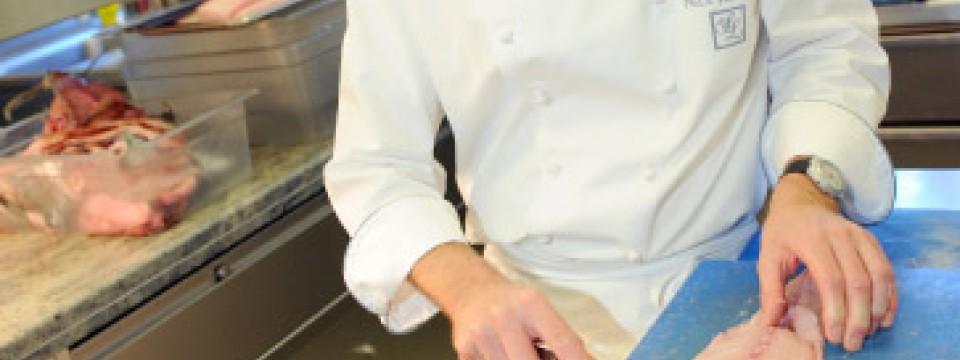 """Deutsche Küche immer besser: Nils Henkel zum """"Koch des Jahres ..."""